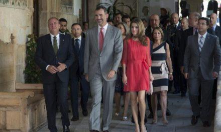 Los Principes de Asturias presiden en Cáceres la sesión de trabajo de los directores del Instituto Cervantes
