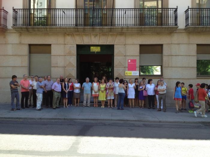 Los extremeños guardan un minuto de silencio en solidaridad con las víctimas del accidente ferroviario