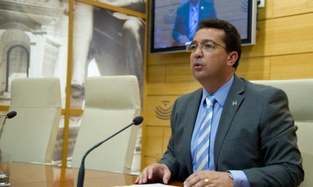 Manzano avanza que el período de sesiones a partir del 1 de septiembre arrancará con el nuevo reglamento