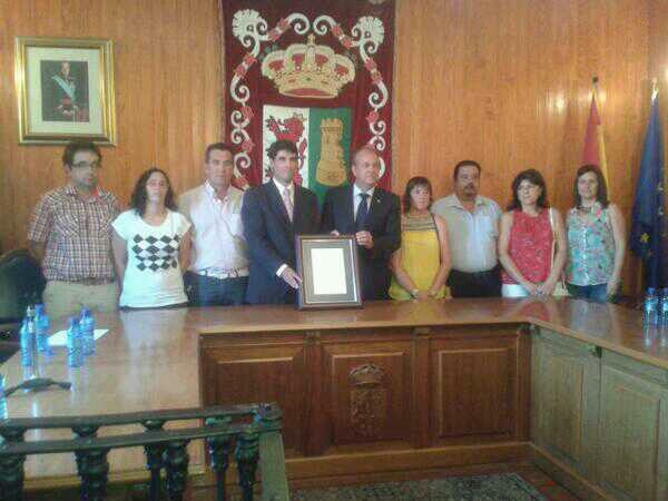 Las celebraciones taurinas de Torrejoncillo reciben el título de festejo popular tradicional de manos de Monago