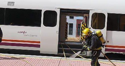 El incendio de una máquina obliga a desalojar un tren de Renfe en la estación de Navalmoral de la Mata