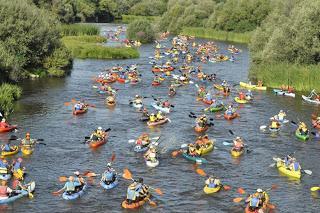 Más de 500 palistas de todas las edades participan en el VI descenso del río Alagón de Coria