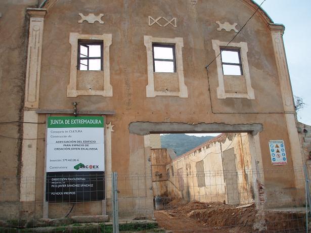 La Junta de Extremadura comienza  las obras para la construcción del Espacio de Creación Joven de Aliseda