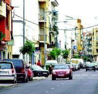 La obra de reforma en la calle Hernán Cortés de Villanueva de la Serena no satisface a la mayoría de los comerciantes