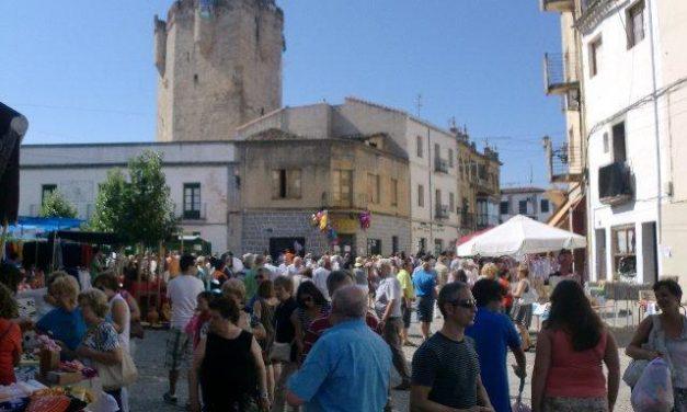 Miles de personas abarrotan la parte antigua de Coria durante el XIX Jueves Turístico