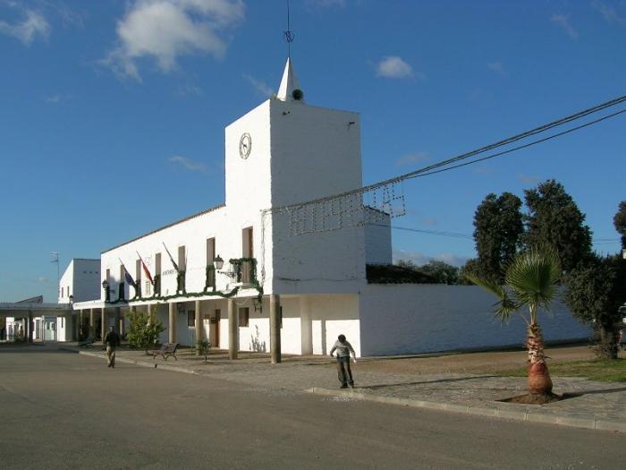 La asociación de vecinos de Vegaviana pide unidad a los habitantes de la localidad para lograr el arreglo de la vía