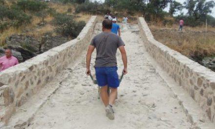 El Ejecutivo regional restaura puentes ganaderos en vías pecuarias para facilitar su uso tradicional y el turismo