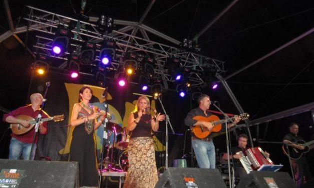 El ritmo portugués de Oquestrada triunfa en la segunda jornada de conciertos del Festival Folk Plasencia