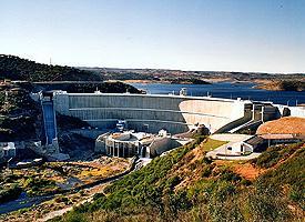 Portugal cede agua de la presa de Alqueva para el regadío de Cheles y Villanueva del Fresno