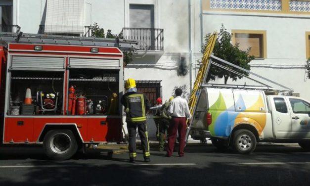 La explosión de un cuadro eléctrico provoca un incendio en una casa Valencia de Alcántara