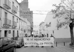 El proyecto de convertir el Castillo de Alburquerque en una hospedería provoca críticas y una manifestación