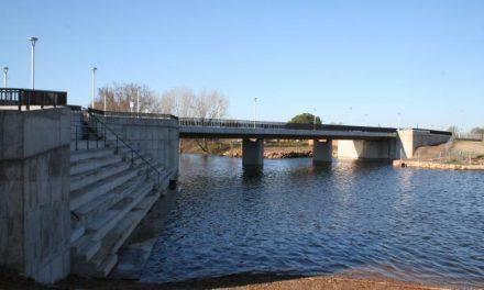 Moraleja mejora la seguridad vial con la instalación de pasos de peatones elevados en el puente nuevo