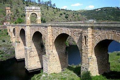 IU propondrá que la Junta impulse la declaración del Puente de Alcántara como Patrimonio de la Humanidad