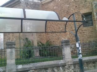 """IU califica de """"deplorable"""" el estado de las marquesinas de los autobuses urbanos de Plasencia y solicita su arreglo"""