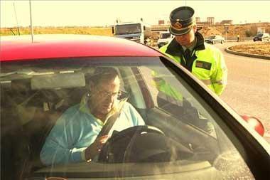 La Policía Local de Valencia de Alcántara emprende una campaña para controlar el uso del cinturón de seguridad