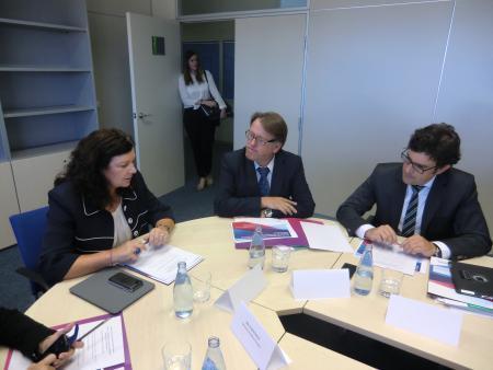 Fomento destaca la importancia de atraer al aeropuerto de Badajoz a 150.000 portugueses