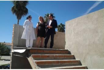 Laureano León realiza una visita institucional a Riolobos para conocer las obras que se están realizando