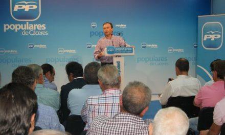 """León tilda de """"fundamental"""" la reforma local para """"adecuar los ayuntamientos a la realidad del siglo XXI"""""""