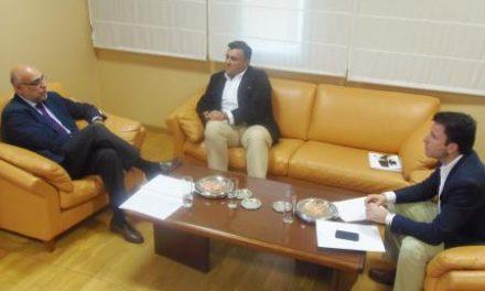 Echávarri aborda con el alcalde de Coria inversiones en la dehesa boyal, río Alagón y los caminos rurales