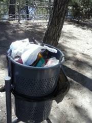 IU Plasencia solicita el arreglo del parque infantil del barrio de San Juan y la limpieza de su entorno