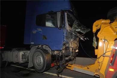 Un choque frontal entre una furgoneta y un camión se cobra la vida de cinco vecinos de Badajoz en Tarragona