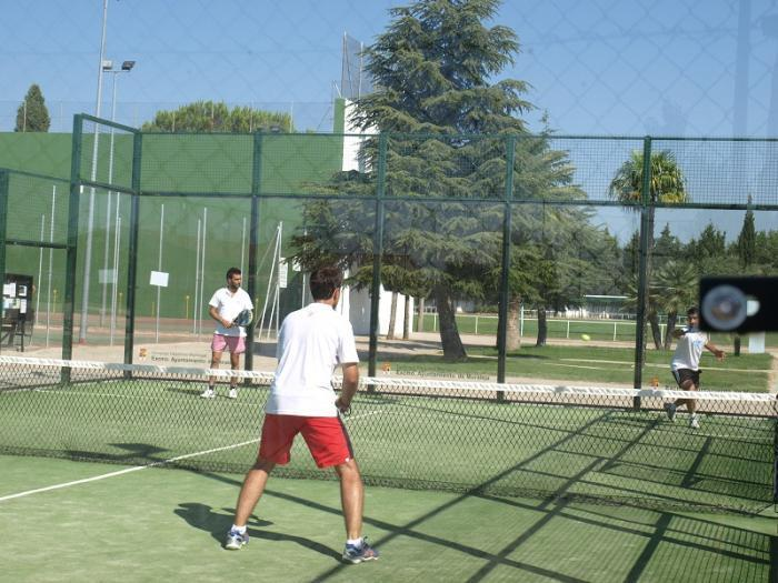 La localidad de Moraleja contará con una nueva pista de pádel en el polideportivo municipal