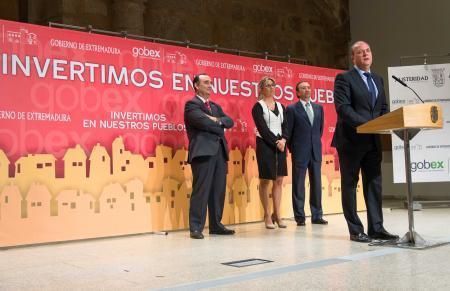 El Gobierno de Extremadura y las diputaciones firman el acuerdo para hacer llegar 20 millones  a los municipios