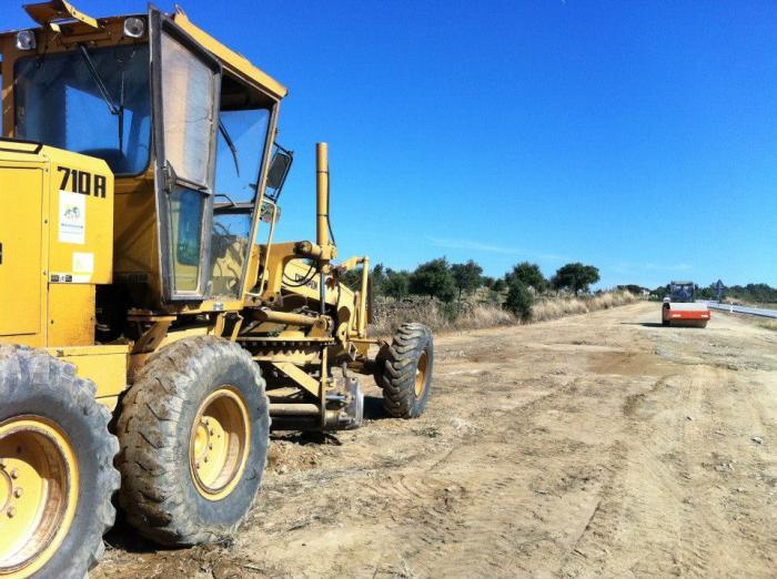 La Mancomunidad Integral Sierra de San Pedro realiza trabajos de mejora en la parada de Los Lapones
