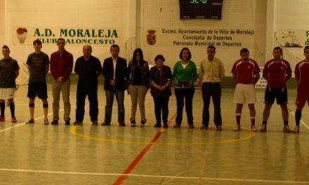 """La Liga de Fútbol Sala de Moraleja """"Santiago Novas"""" comienza con un minuto de silencio"""