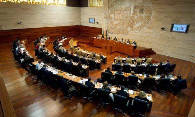 El Parlamento de Extremadura rechaza la enmienda  del PSOE y los PGEx siguen su trámite
