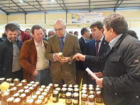 Echavarri destaca el potencial de Extremadura en materia apícola y aboga por la integración en este sector
