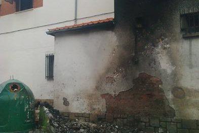 Un grupo de vándalos calcina 14 contenedores ubicados en las calles de Montehermoso en la madrugada del domingo