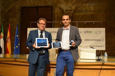 El consejero de Fomento presenta  la nueva guía turística de Extremadura para móviles y tabletas