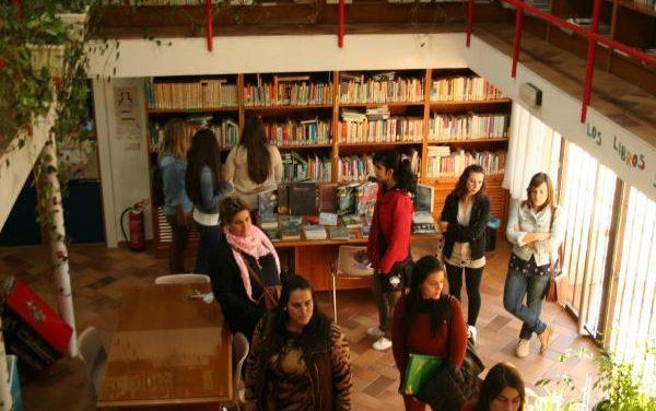 Moraleja fomenta el uso de la biblioteca pública entre los jóvenes a través de un taller de dinamización