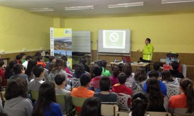 El Centro de Educación para Adultos de Plasencia participa en actividades del programa Retos de Montaña