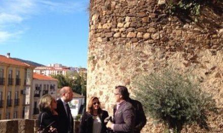 El nuevo módulo de arqueología de Aprendizext actuará en la barbacana de la muralla de Plasencia