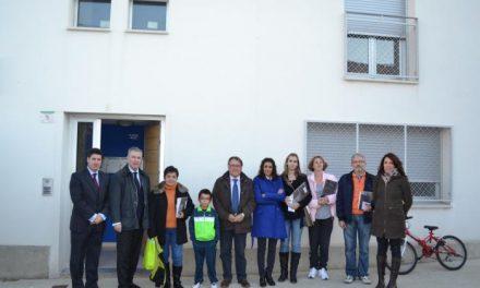 Fomento entrega cuatro viviendas de promoción pública a familias de Casillas de Coria