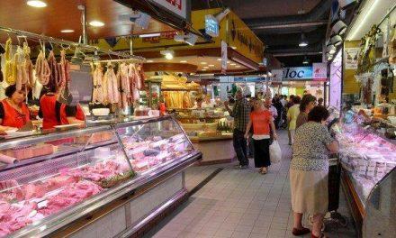Los mercados municipales ganan terreno a los grandes centros comerciales en las zonas rurales