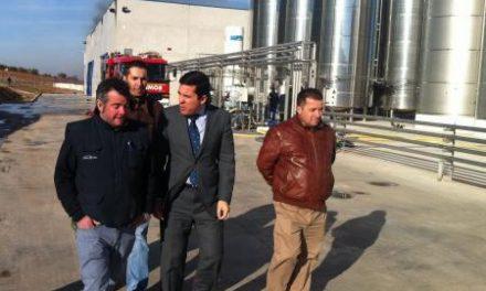 Pedro Tomás Nevado Batalla visita las Bodegas López Morenas tras el incendio en sus instalaciones