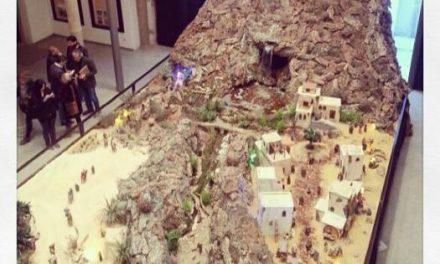 El Belén municipal de Plasencia está compuesto por 330 figuras e incluye una montaña con una cascada