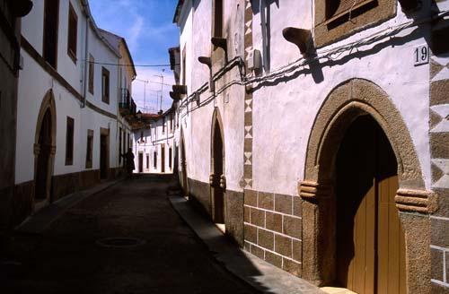 Valencia de Alcántara expondrá el valor turístico del barrio gótico en el seminario del circuito Por Tierras Rayas