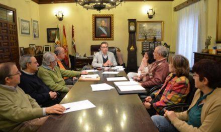 Pizarro recibe a asociaciones culturales de la ciudad para preparar el  octavo centenario de la muerte de Alfonso VIII