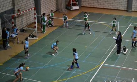 Más de 100 jóvenes competirán esta temporada en los equipos femeninos del Club Voleibol Coria