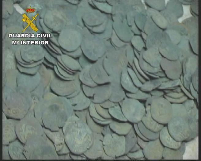 La Guardia Civil recupera en Navalmoral de la Mata un lote de monedas de cobre de distintos reinados y épocas