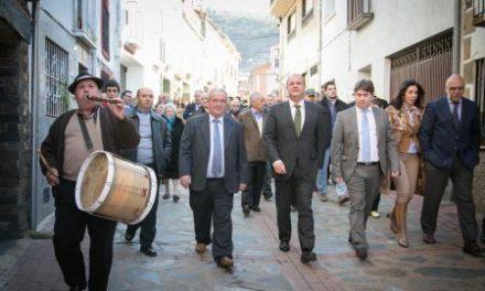 Monago se reúne con los alcaldes de las Entidades Locales y les tranquiliza sobre la Reforma Local