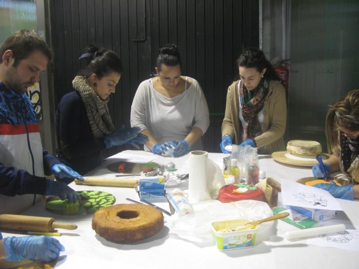El taller de iniciación al Fondant del Espacio Joven de Moraleja reúne a 13 participantes