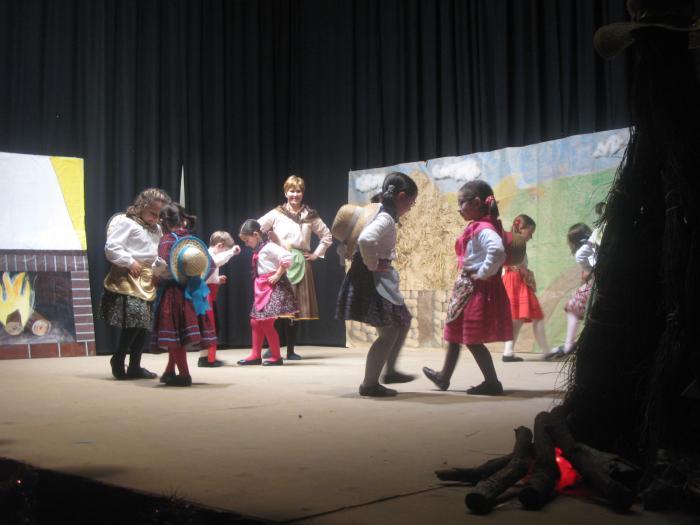 La actuación del grupo de jóvenes extremeños de Clara Blanco en Moraleja cosechó un éxito de público