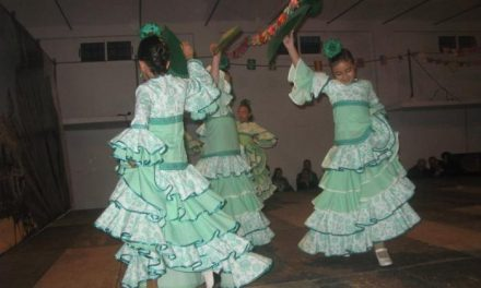 Los bailes de los grupos de sevillanas de Ana María Pérez de Moraleja completan la programación navideña