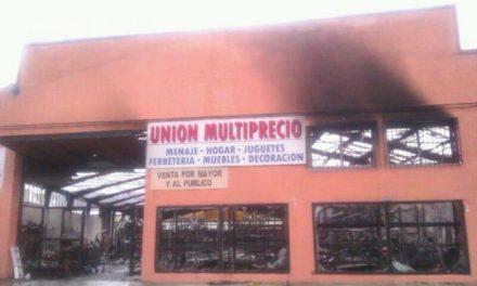 Un incendio registrado en la madrugada calcina un bazar de la Avenida Martín Palomino de Plasencia