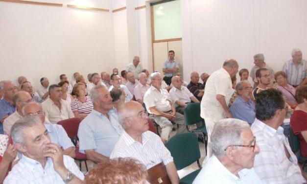 Sanidad anuncia en Extremadura 62 centros de día más y 25 tanatorios subvencionados